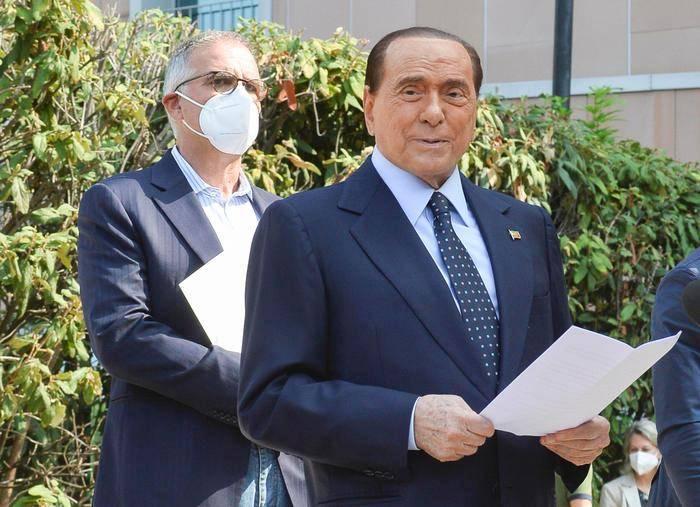 意大利前总理贝卢斯科尼因心脏问题入院