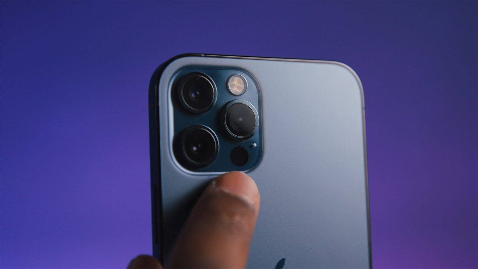 早报   iPhone 新系统或对非原装摄像头弹出警告 / 三星发布 Galaxy S21 系列 / 39 岁网络技术员入住养老院