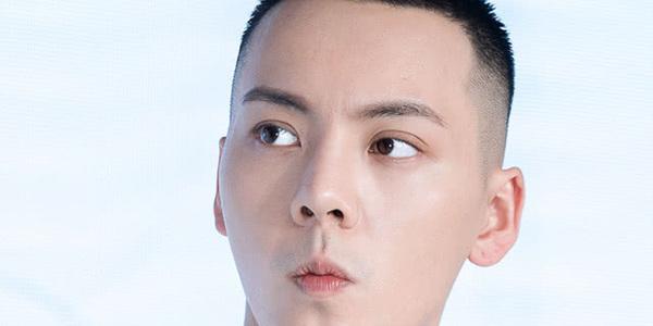 上海欢乐谷偶遇陈伟霆,正在录制认真的嘎嘎们,期待饱饱新综艺!