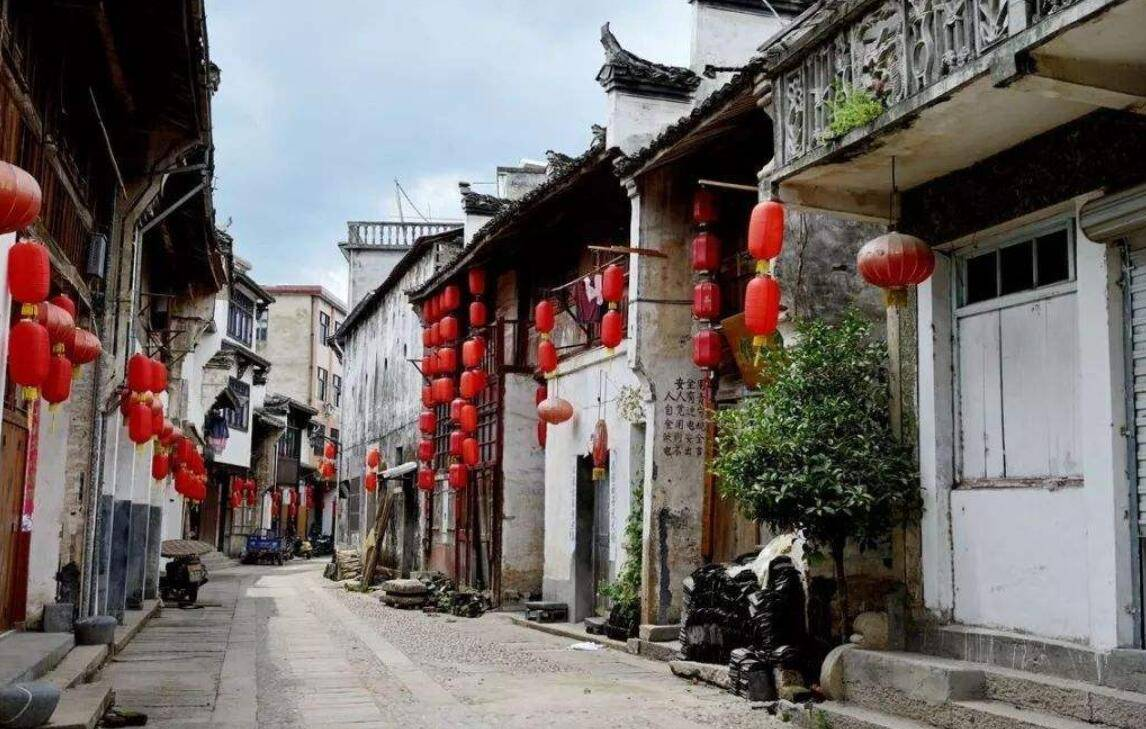 浙江门票40元依山傍水的古街,带着远古沧桑气息的徽派建筑