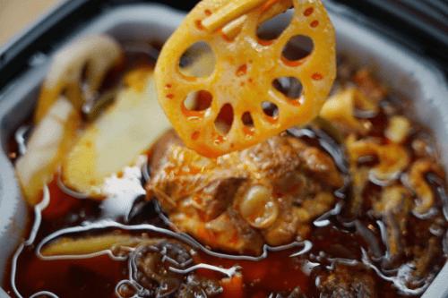 不用再考虑今天吃什么了?唐人吃面牌自加热小火锅帮你解决!