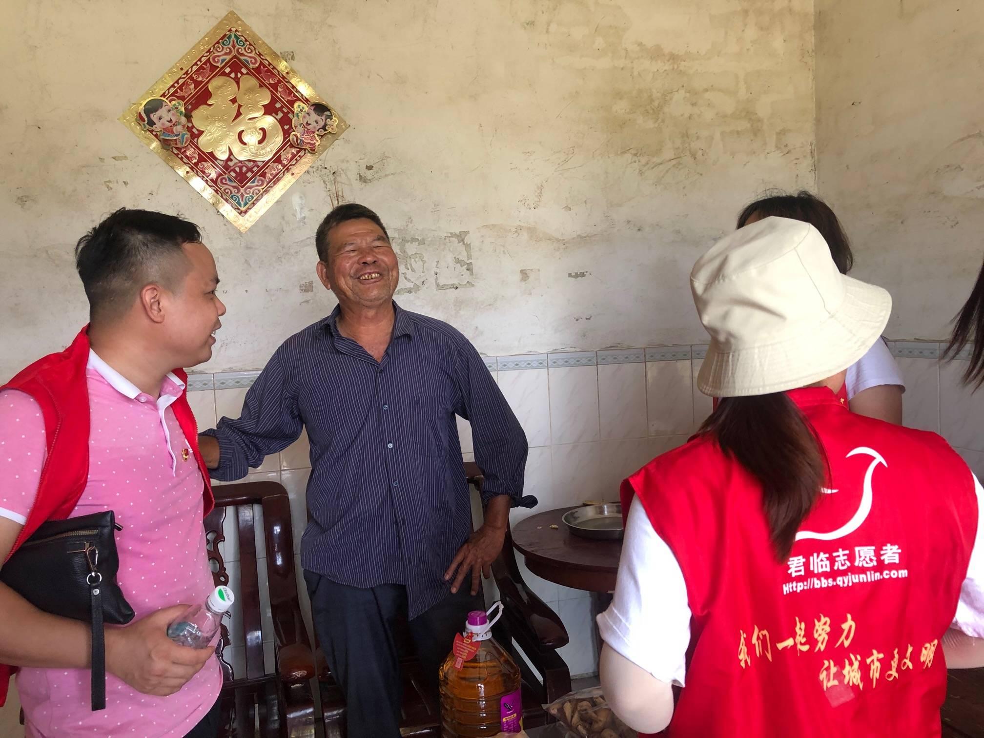 农场联盟联合君临志愿者送关爱慰问活动
