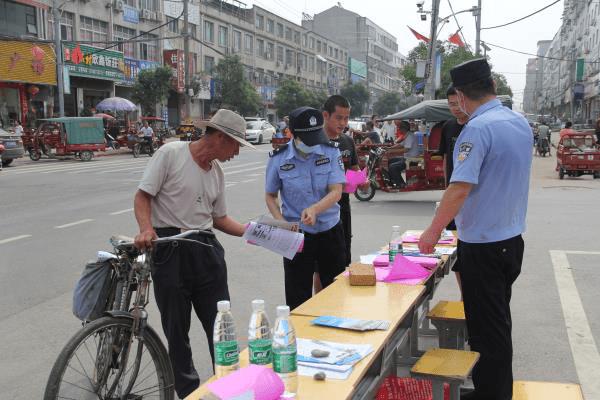 襄州区黄集镇:禁毒宣传上街头 防范知识暖民心