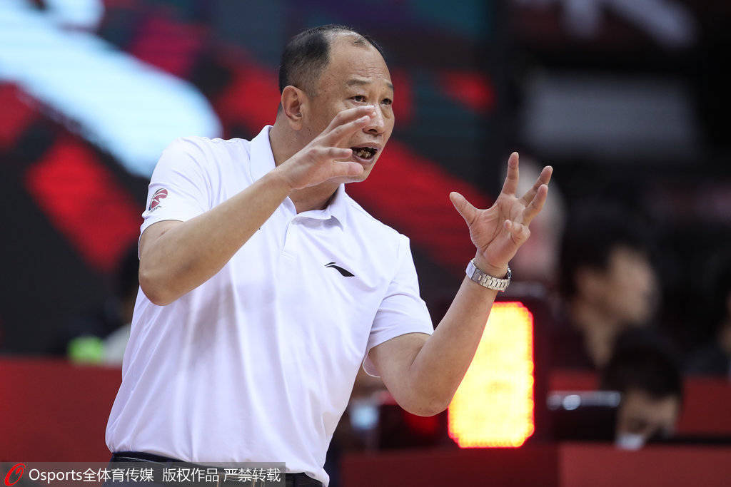 同曦官宣崔万军不再担任主教练 授予其终身名誉教练称号