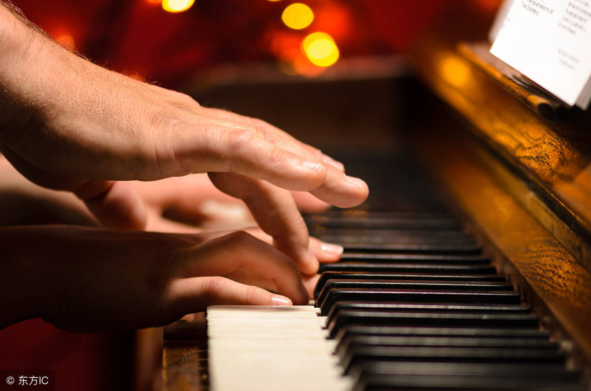 激励孩子练琴的名言(钢琴励志的话简短霸气)