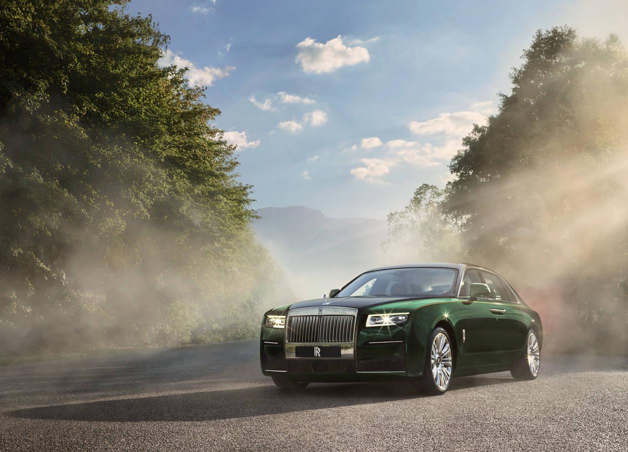 爵士资讯-搭V12发动机 劳斯莱斯古思特加长版全球首发