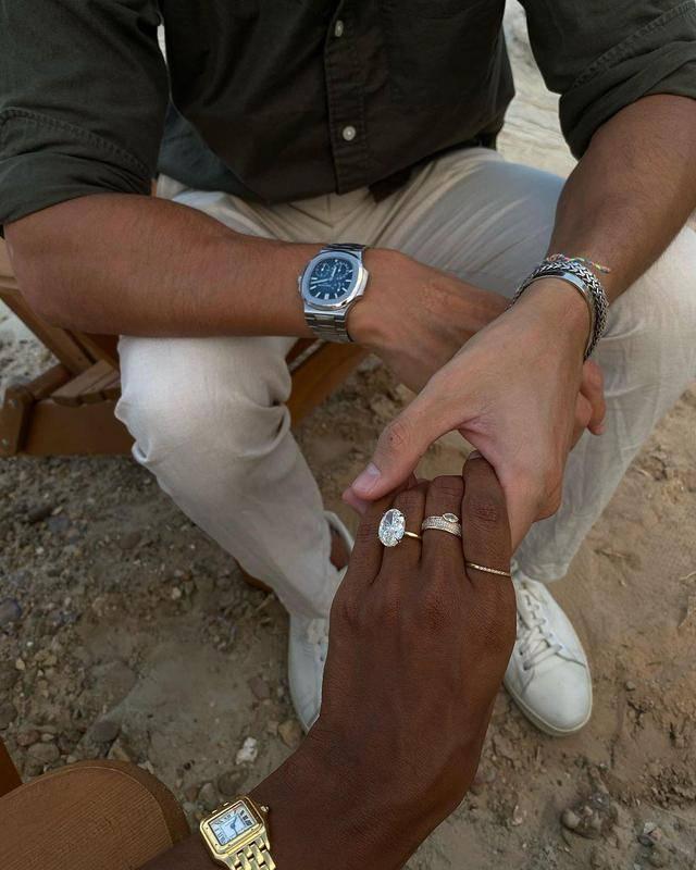 維密現任唯一黑模被求婚!向媒體炫170萬婚戒,曾穿千萬內衣走T台