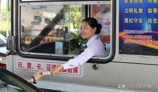 收费站称苹果不是鲜活的不能走免费绿色通道,司机该怎么办?