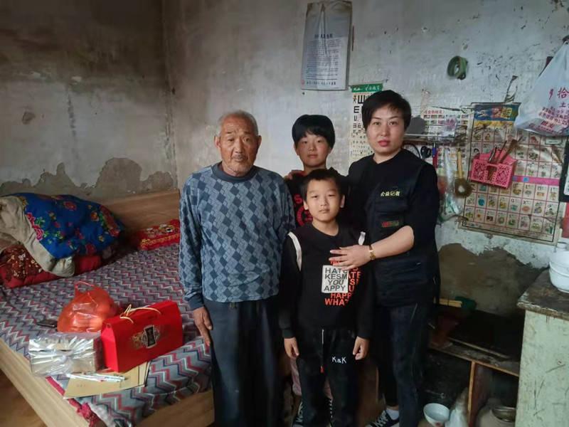 凝聚社会爱心力量 托起贫困少年求学梦