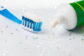 牙膏洗脸可以美白吗(牙膏洗脸靠谱吗)插图