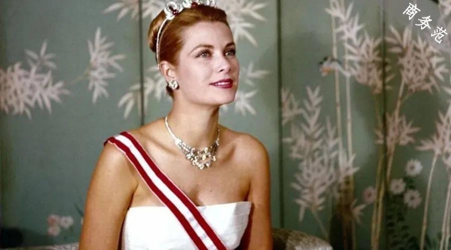 摩纳哥优雅中最漂亮的衣柜有多漂亮?在爱马仕上佩戴迪奥,珠宝由梵克雅宝和卡地亚承包…