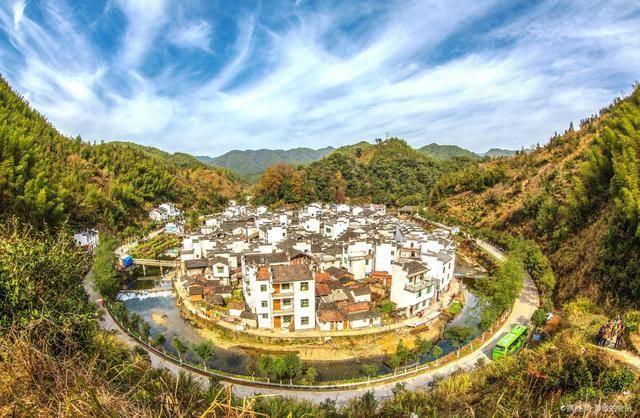 """中国最""""圆""""的村庄,自成圆环状,人称""""脸盆村"""""""