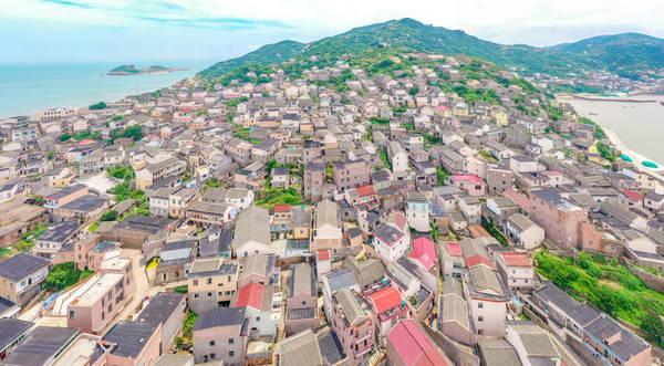 """峙岙村,由石景、石屋、石街构成,被称为""""东海石村"""""""