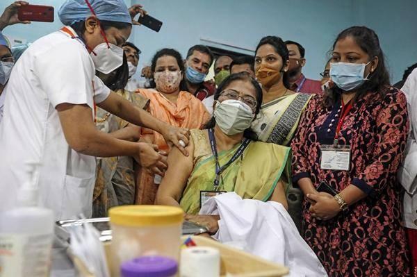 印度产疫苗刚开打就出问题,数十人出现不良反应,一人被送进ICU