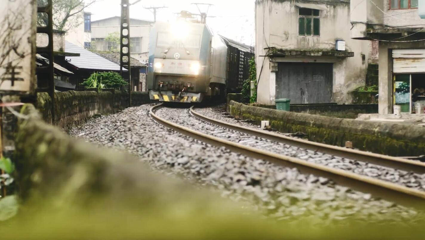 贾樟柯导演贺岁短片上线,重庆江津取景,一家小店的温暖故事