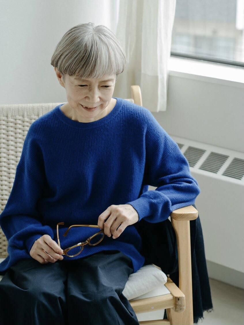 这位60+的日本奶奶火了!穿搭简约不复杂,随性舒心又好显气质