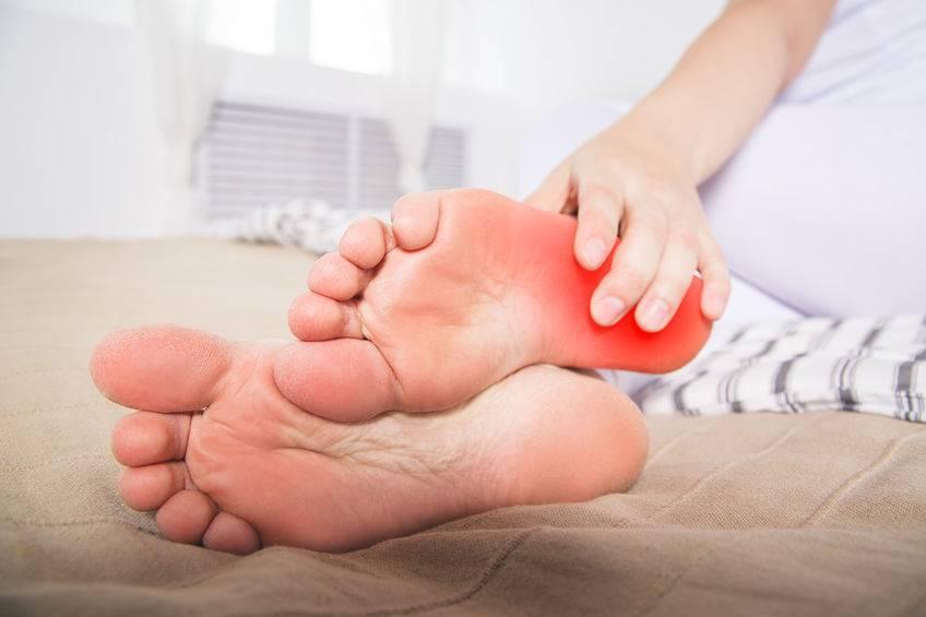 肝不好,手脚先知?医生:常吃3种食材,保护肝功能,远离肝病!