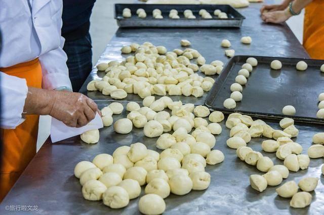 抚州市资溪县是面包之乡,这里有个面包广场,