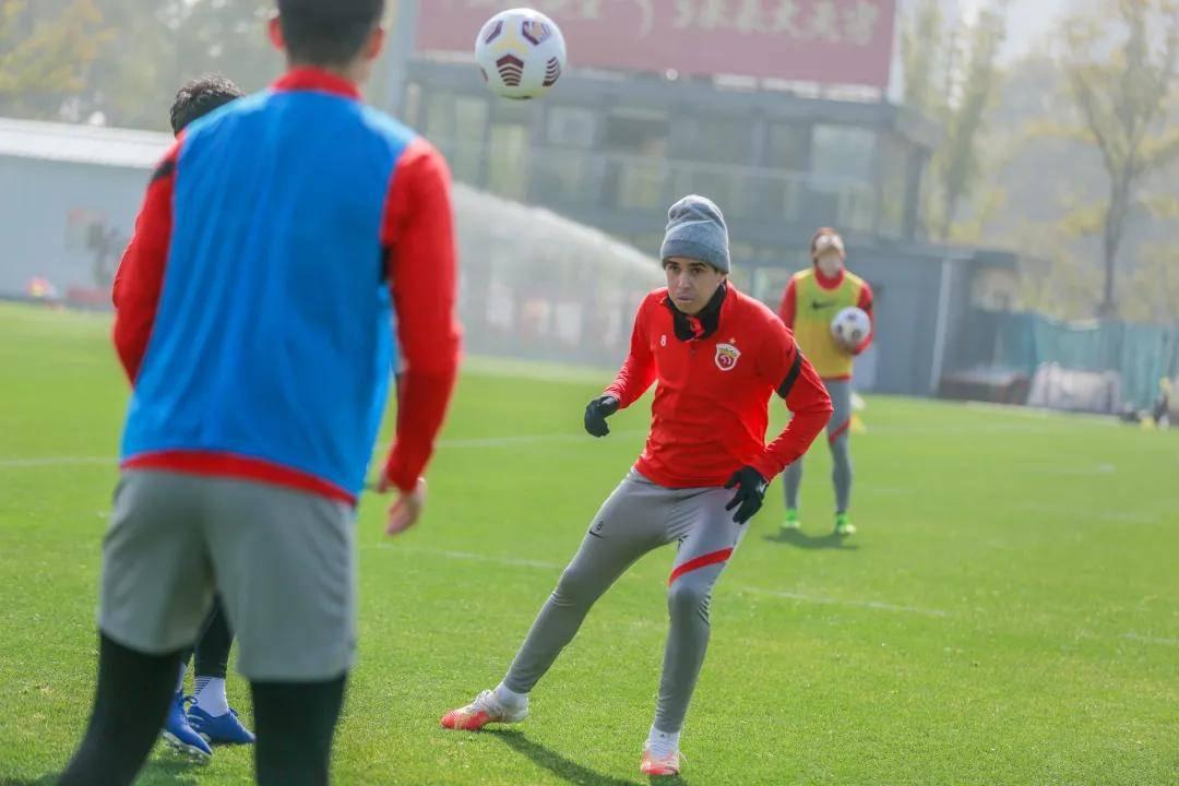 上海海港第一阶段冬训接近尾声 三组对抗输家折返跑_队伍