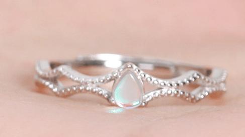 心理测试:四个戒指,你会选哪个?测你这辈子会生女儿还是儿子?
