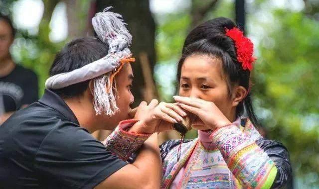 """贵州结婚习俗多多,新娘子需要穿""""白糯米草鞋"""",这是为什么"""
