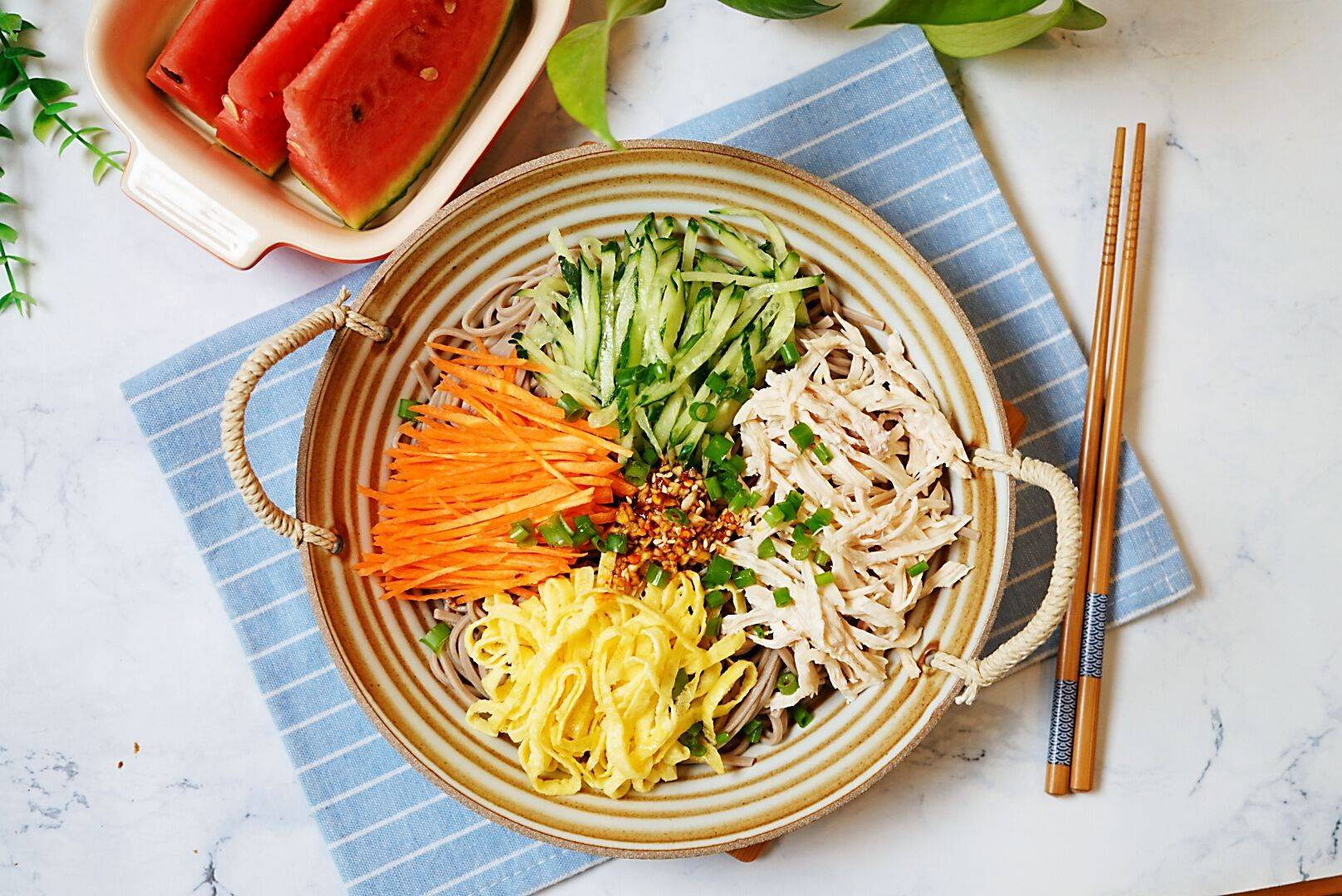 「清爽鸡丝凉面」的做法+配方,很适合夏季消暑又开胃的绝佳美食