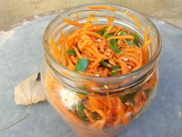 奶奶吃了40年的胡萝卜菜,不炒也不蒸,咸香麻辣,配油条特别好吃