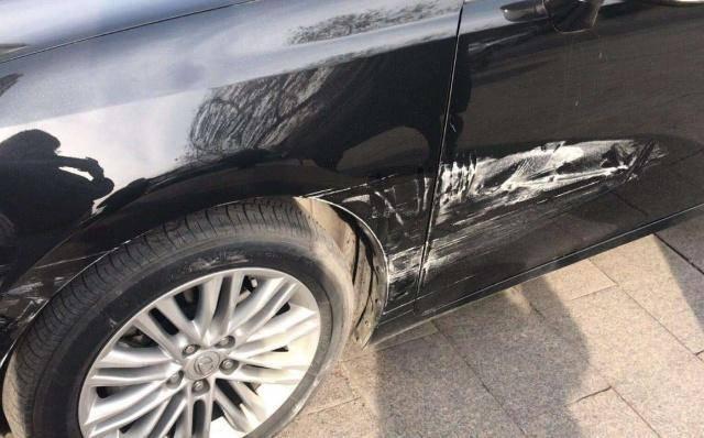 原车被路边撞了应该先保险还是先报警?一旦订单出错,车险就白买了