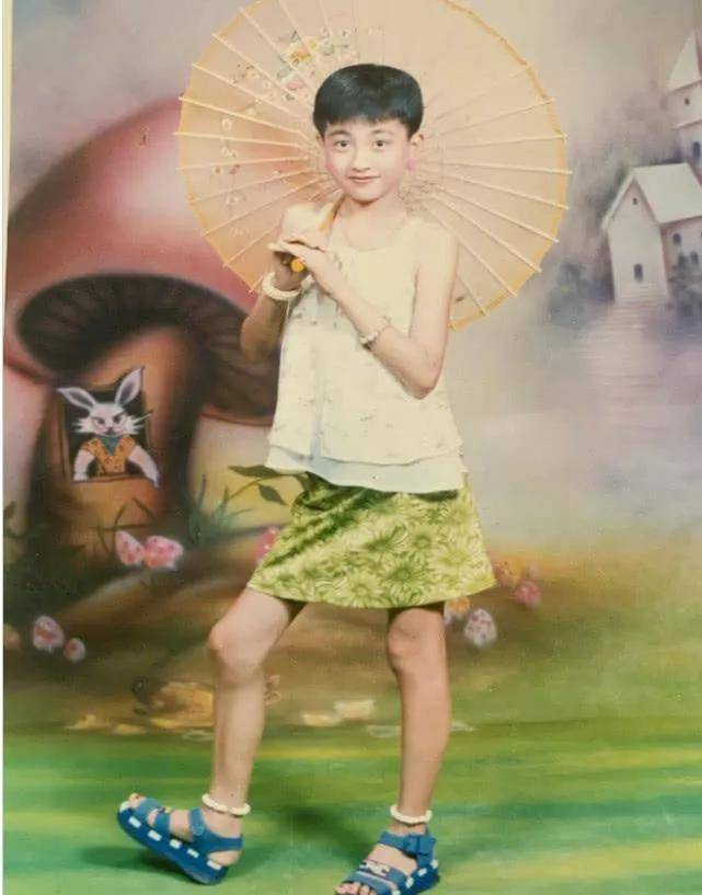《你好,李焕英》主演童年照:贾玲气质温婉,张小斐认不出  第21张