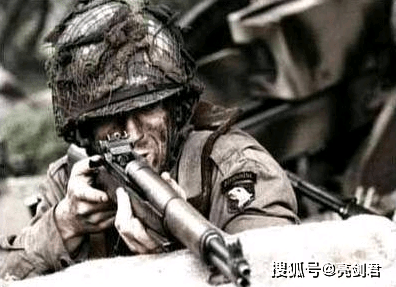 全球产量仅次于AK的步枪,兼具火力与准头,空弹夹还能自己弹出