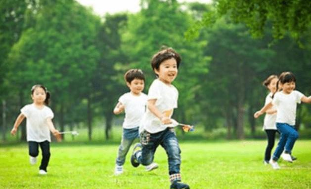 姚明与女儿现身陆家嘴,10岁女儿身高赶超1米7,网友:基因强大  第6张