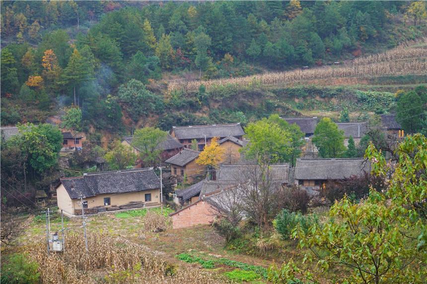 原创             陕西这个小山村也太美了,进村必须走吊桥,当地人都很少来过