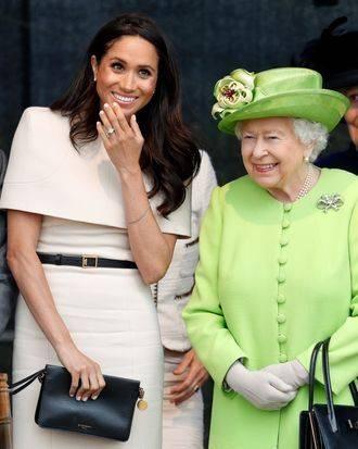 """原创             梅根穿水果裙变温柔!女王将公开针对她,带全体成员""""抢风头""""?"""