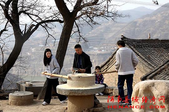 河南三门峡:陕州十里桃花盛开早