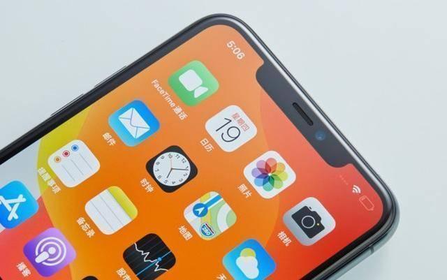 原创             从5499元跌至4399元,双1200万+IP68,经典iPhone标配版售价亲民