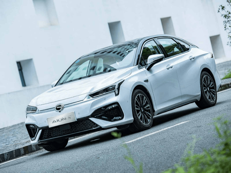 销量即将突破10万辆,AION S实现了中国品牌纯电动汽车的高价值热卖模式