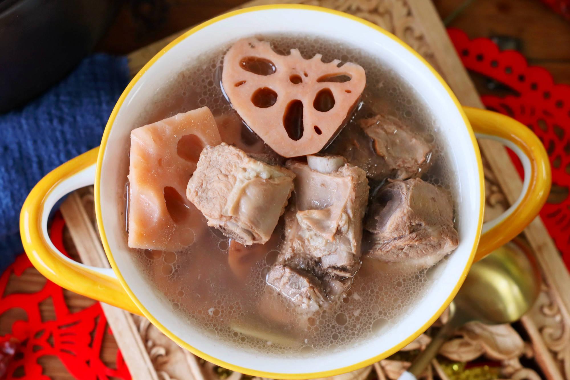 """做莲藕排骨汤,记住""""2用2不用"""",湖北老做法,肉味足汤鲜美"""