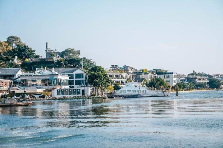原创             大理最浪漫小镇,艺术家偏爱的地方,真正的面朝大海