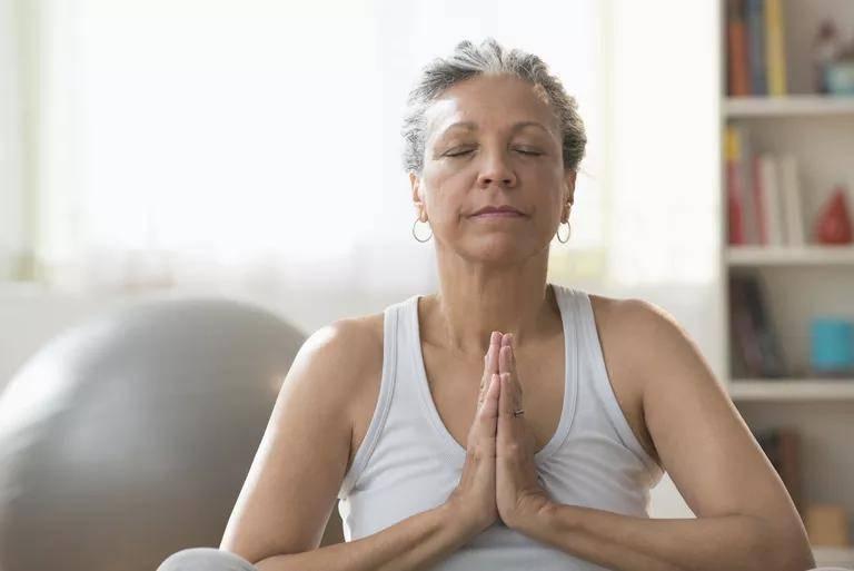 坐着不动能减肥吗?研究证实冥想有助于避免暴饮暴食