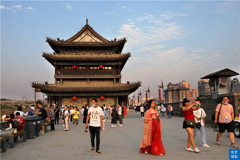 西安有座中国规模最大最完整的古代城垣,罕见城墙的厚度大于高度