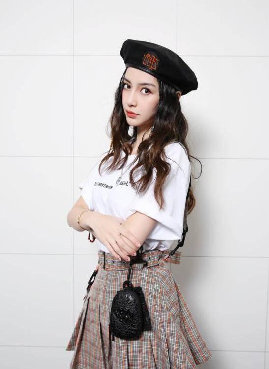 """杨颖变身""""菜农"""",迷彩卫衣配小黑裤,一身休闲装时髦减龄"""