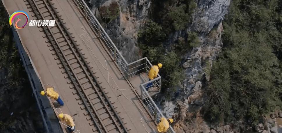 """堪称奇迹!滇越铁路上有位""""钢铁巨人"""",一百多岁了,至今依然……"""
