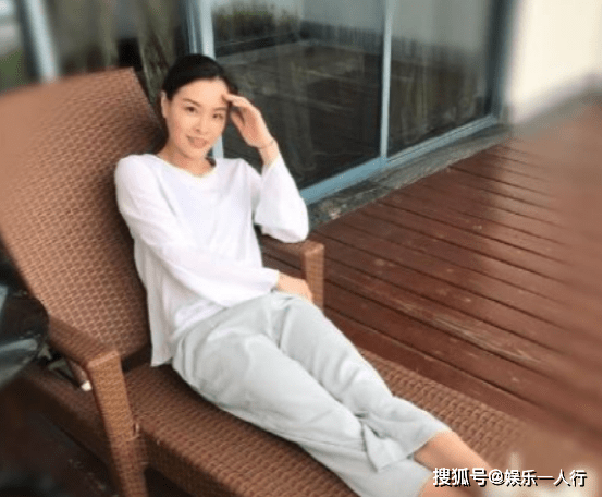 原創參觀吳敏霞退役后的家,陽臺面積超大,放著一張躺椅太舒適了