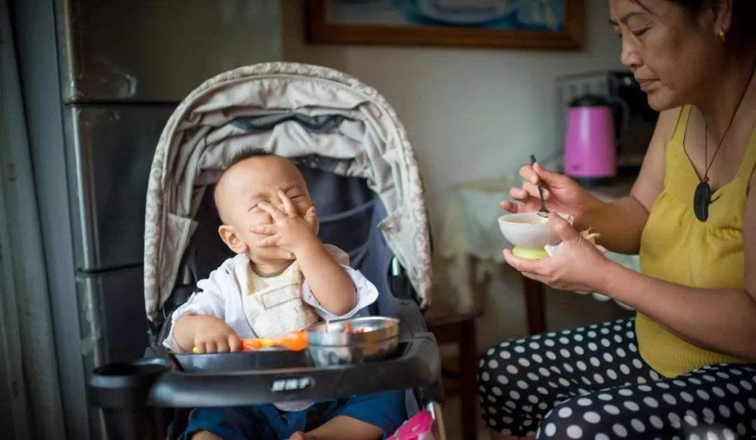 孩子几个月可以吃辅食 家长掌握这些信号 科学膳食很重要-家庭网