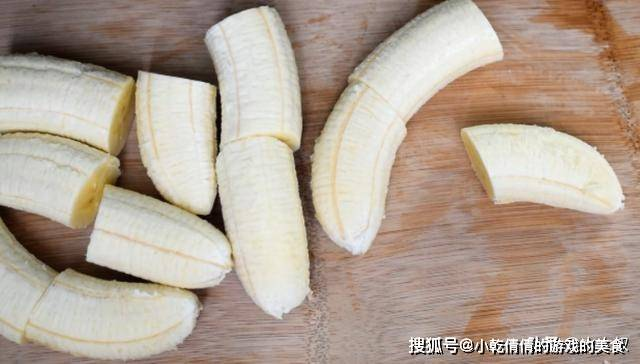 原来香蕉在家还能这样吃,减脂又解馋,宁愿不
