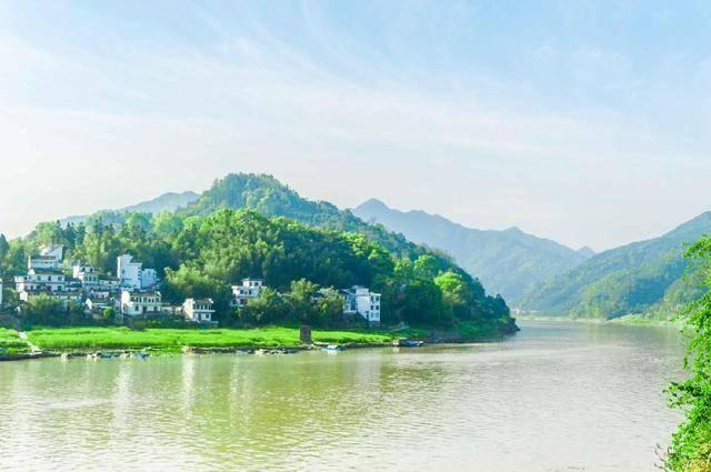 隐藏在黄山脚下的美丽山水国画,青山绿水,红墙砖瓦,你想去吗?