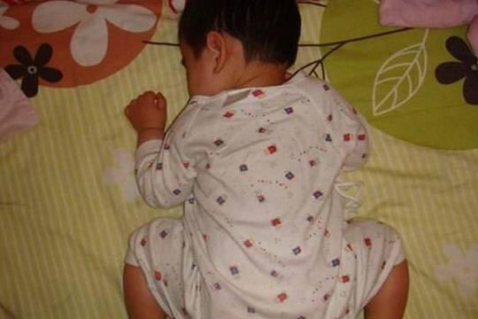 孩子晚上为何习惯性趴着睡?这4个原因很多人不了解,宝妈要当心