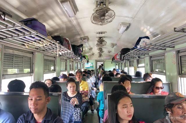 泰国的火车300多公里只要十几块 中国游客:再也不想坐了