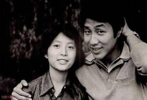 本是央视第一女主播,最红时爱上穷小子,如今他成影帝30年无绯闻  第3张