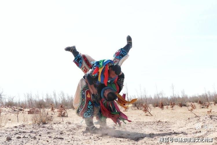 """蔓殊莎华影像 """"博克""""蒙古摔跤独特风格"""